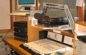 Des experts discutent les moyens de mettre en place un cadre juridique pour les stations de radios associatives au Maroc</br>خبراء  يناقشون سبل وضع إطار قانوني  للإذاعات الجمعوية بالمغرب